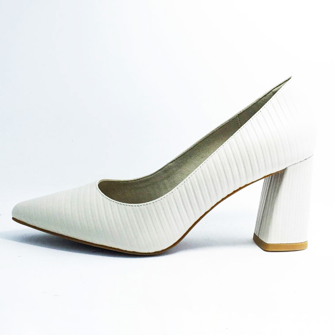 3 Pointed-Toe Courtshoe in White