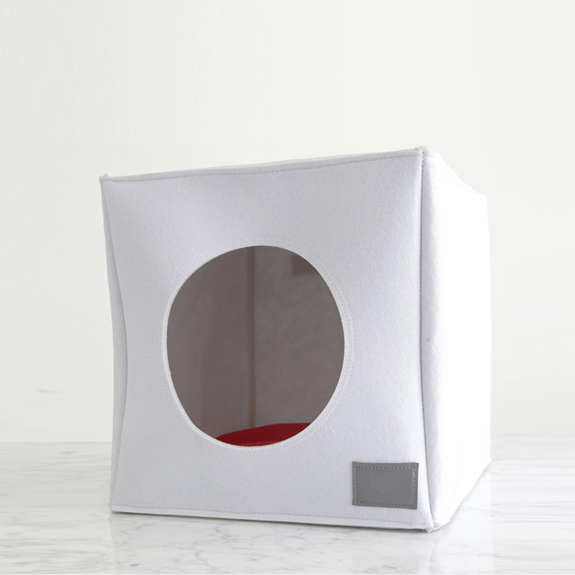 Cubo White with Red Cushion