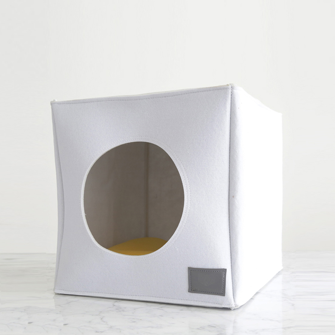 Cubo White with Mustard Cushion